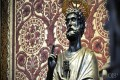La Iglesia Católica Romana adora a los muertos